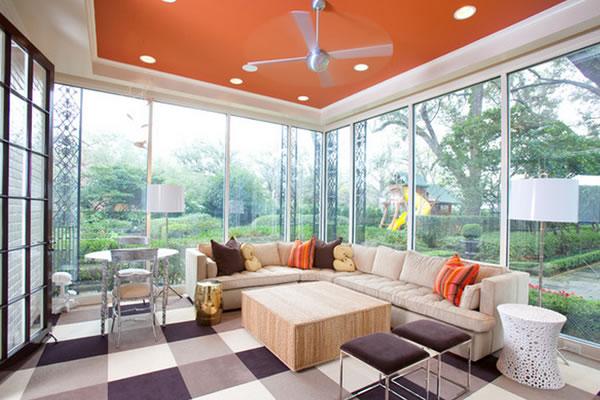 Thêm màu sắc cho trần nhà phòng khách