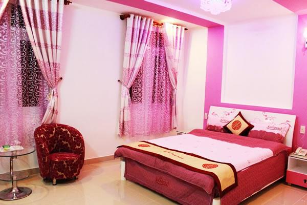 Tân phòng màu hồng