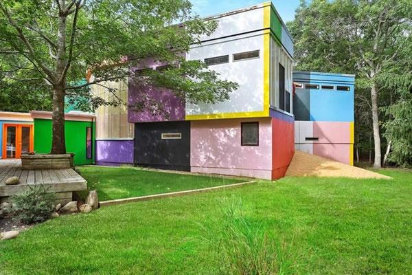 Ngôi nhà sơn màu sắc rực rỡ