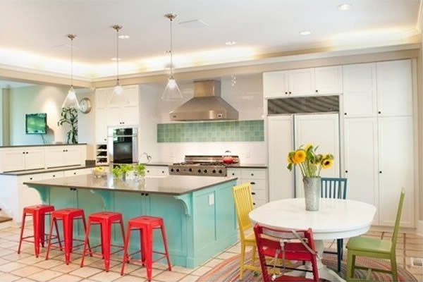 Không gian bếp màu màu sắc ấn tượng