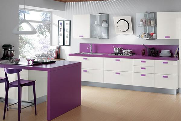 Màu tím và trắng cho không gian bếp thêm lãng mạn