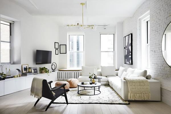 Không gian phòng khách màu trắng nổi bật ấn tượng