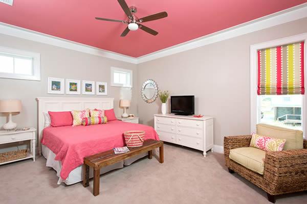 Sơn trần nhà màu hồng