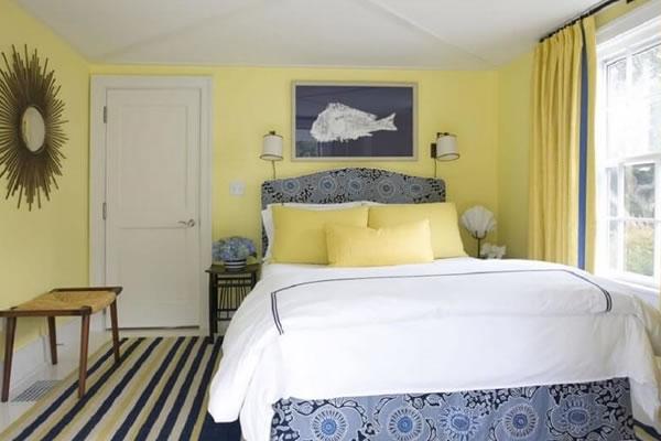 Phòng ngủ sơn tường màu vàng nhạt