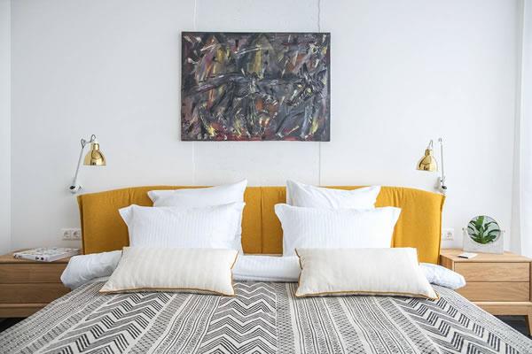 Nhà đẹp với cách sử dụng màu xanh và vàng đồng-4