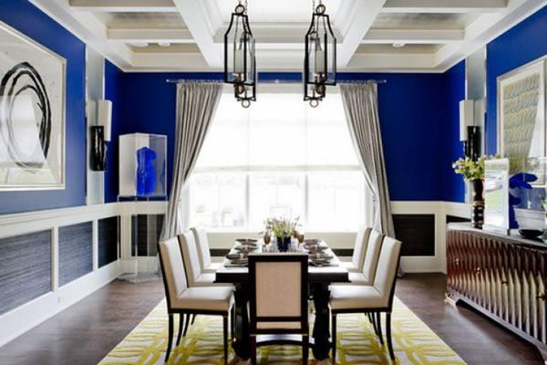 Những mảng tường sơn màu xanh cobalt