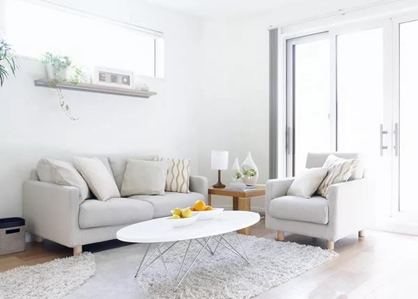 Không gian phòng khách màu trắng