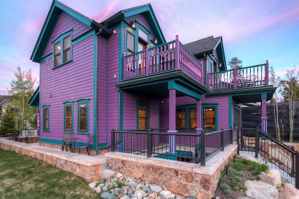 Ngôi nhà với diện mạo hoàn toàn mới lạ với sắc tím
