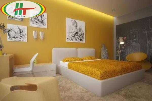 Phòng ngủ với thiết kế nội thất độc đáo nổi bật bức tường màu vàng