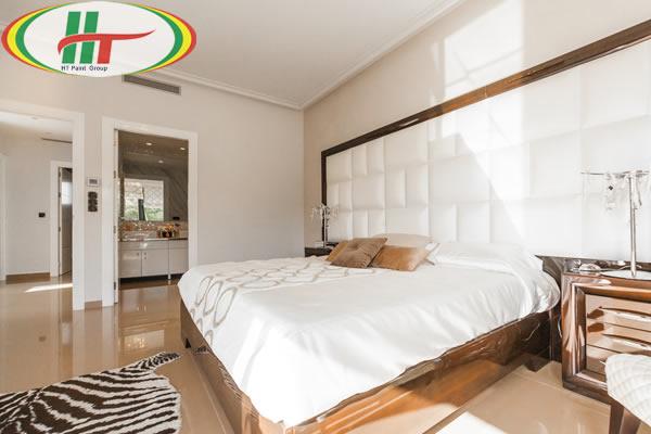 Phòng ngủ sơn màu vàng trắng kết hợp