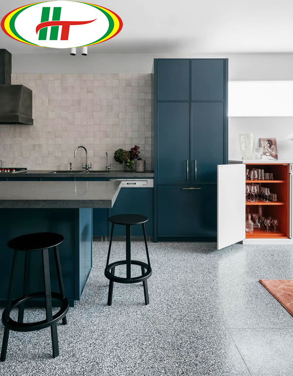 Không gian bếp thu hút hơi với màu xanh Marine Blue