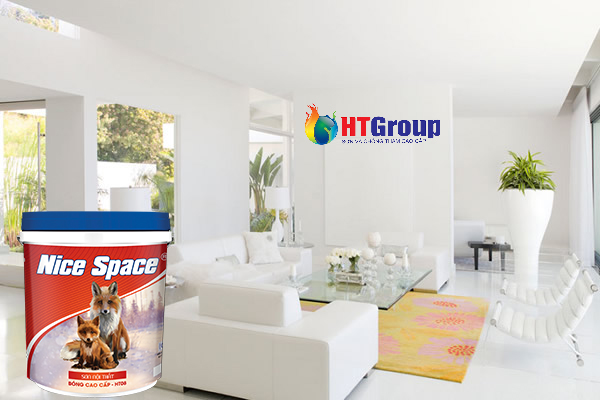 Không gian nhà màu trắng