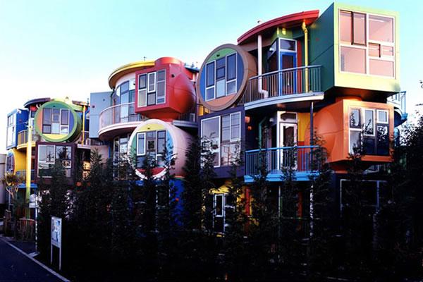 Ngôi nhà với 40 màu sơn rực rỡ nổi bật trẻ trung
