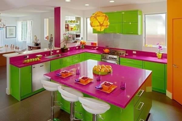 Không gian bếp với màu sắc rực rỡ ấn tượng