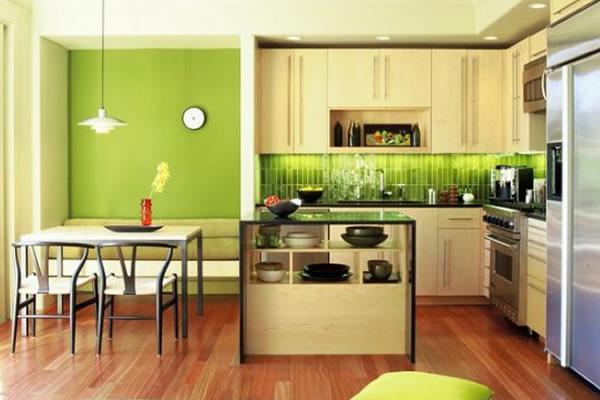 Không gian nhà bếp màu xanh lá