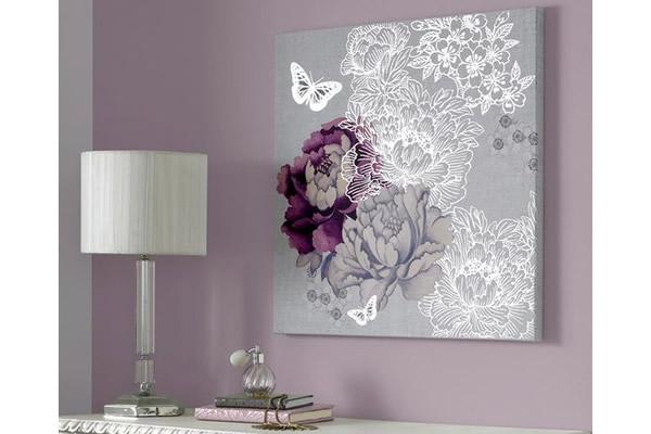 Phòng ngủ sơn màu mận và màu tím tía ấn tượng